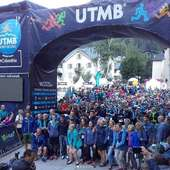 C'est parti pour la PTL. Bonne chance à tous les participants. repost from @utmbmontblanc #utmb #ptl #chamonix #trail #randonnee #specksports