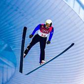 Comme chaque mercredi on vous présente le sportif Speck Sports de la semaine ! Aujourd'hui c'est Jason Lamy-Chappuis. Il né le 9 septembre 1986 à Missoula (Montana) aux États-Unis, c'est un coureur et champion olympique français de combiné nordique. 🎿⛷ .Arrivé en France à l'âge de quatre ans, avec sa famille qui s'installe à Bois-d'Amont dans le Jura, il pratique le ski alpin et le ski de fond, puis découvre le saut à ski. Brillant dans les compétitions régionales et nationales au cours de sa jeunesse, il intègre le Pôle France de ski nordique de Prémanon puis devient membre de l'équipe de France. 🇫🇷 .Jason Lamy-Chappuis compte 27 victoires en Coupe du monde, dont 26 sur des épreuves individuelles, dix médailles mondiales dont cinq en or, trois classements généraux de Coupe du monde et un titre olympique, ce qui constitue l'un des plus importants palmarès de son sport. 🏆 🥇. Mais ce n'est pas tout, aimant défier la gravité avec ses skis, il est passé à l'étape supérieure ! En janvier 2019, il est devenu pilote de ligne chez Air France . ✈️ 👨🏻✈️ .#specksports #champions #olympique #jasonlamychapuis #ski #jura
