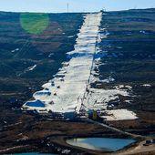 Voici le domaine skiable d'Afri-Ski au Lesotho ! 🇱🇸 Cette station de sport d'hiver est l'une des seules d'Afrique. Elle se trouve au nord du Lesotho, à une altitude maximale de 3 222 mètres, dans les monts Maluti. 🎿 ⛰ 🇱🇸 .Le domaine skiable d'Afri-ski est composé de plusieurs pistes, dont une piste pour débutants, et d'un snowpark. Des canons à neige garantissent un enneigement minimum, histoire de pas faire le déplacement pour rien… ☀️ ❄️ 🌡 .#stationdeski #specksports #africa #ski #winter #lesotho #alsace