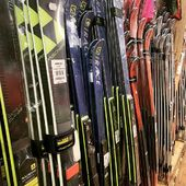 Les nouveaux ski racing sont arrivés. #specksports #skiracing #skigear #skideslalom #skidegeant #fischerski #salomonski #atomicski #dynastar #rossignol #headski